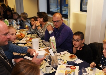 Groep 6 Het Kompas ontbijt met burgemeester van Hoorn
