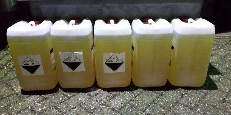 Politie vermoedt diefstal na vondst jerrycans vol brandstof