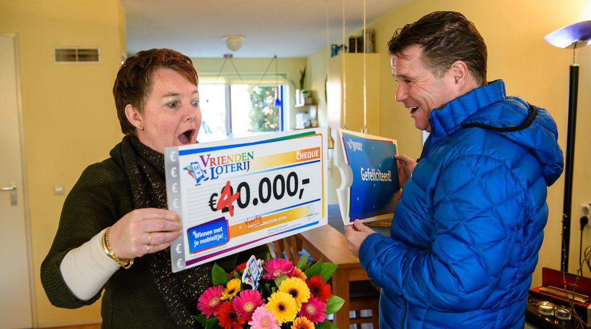 Wolter Kroes verrast inwoner Hoorn met 40.000 euro