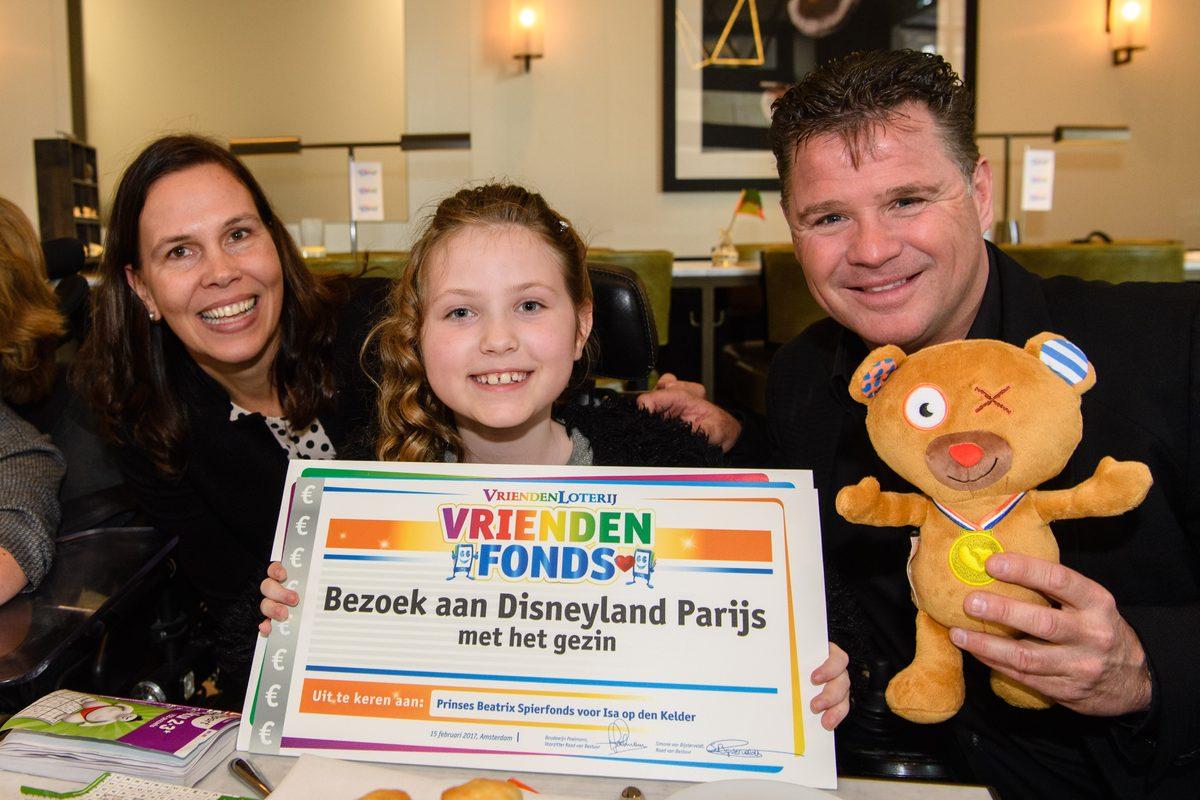 Hartenwens Isa (9) uit Sijbelkarspel komt uit; Met gezin naar Disneyland Parijs