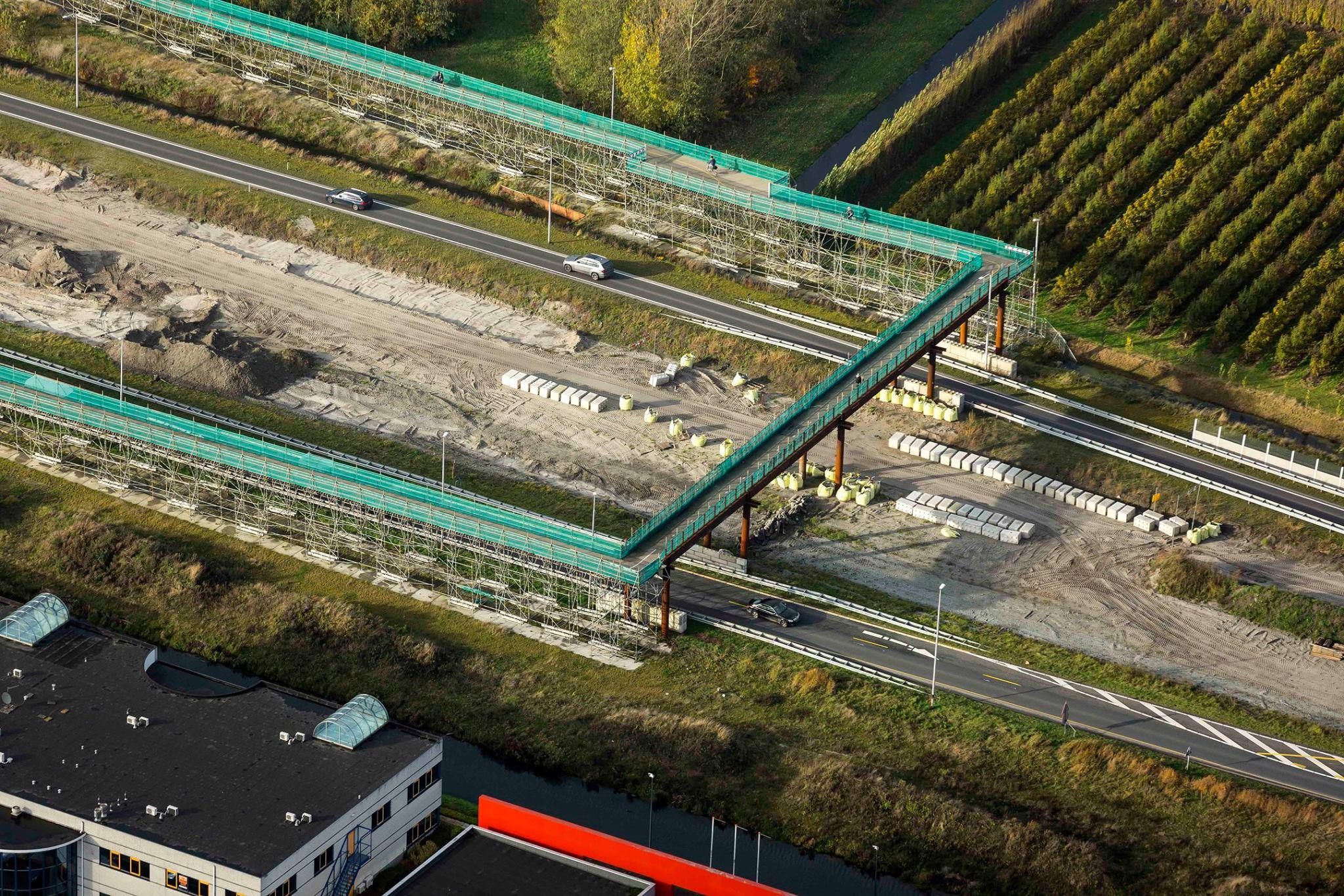 Snelle actie van Heijmans; Fietsbrug over N23 Westfrisiaweg weer open