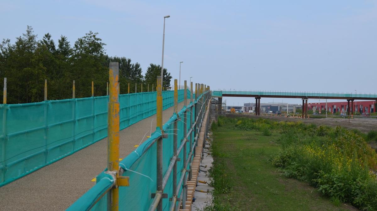 Vandalen zorgen dat fietsbrug over Westfrisiaweg is afgesloten