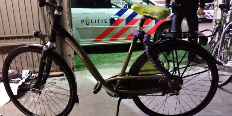 Alerte getuigen betrapt fietsendief; Fietsen nu op politiebureau