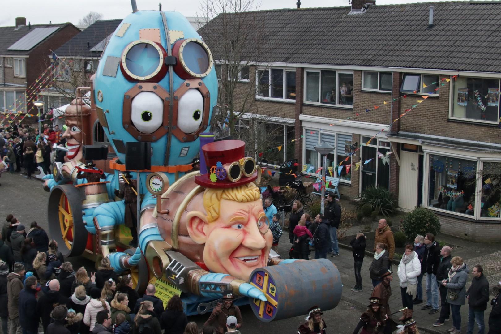 De Wicky's pakken weer dubbel bij Carnaval Zwaag (foto's+video)