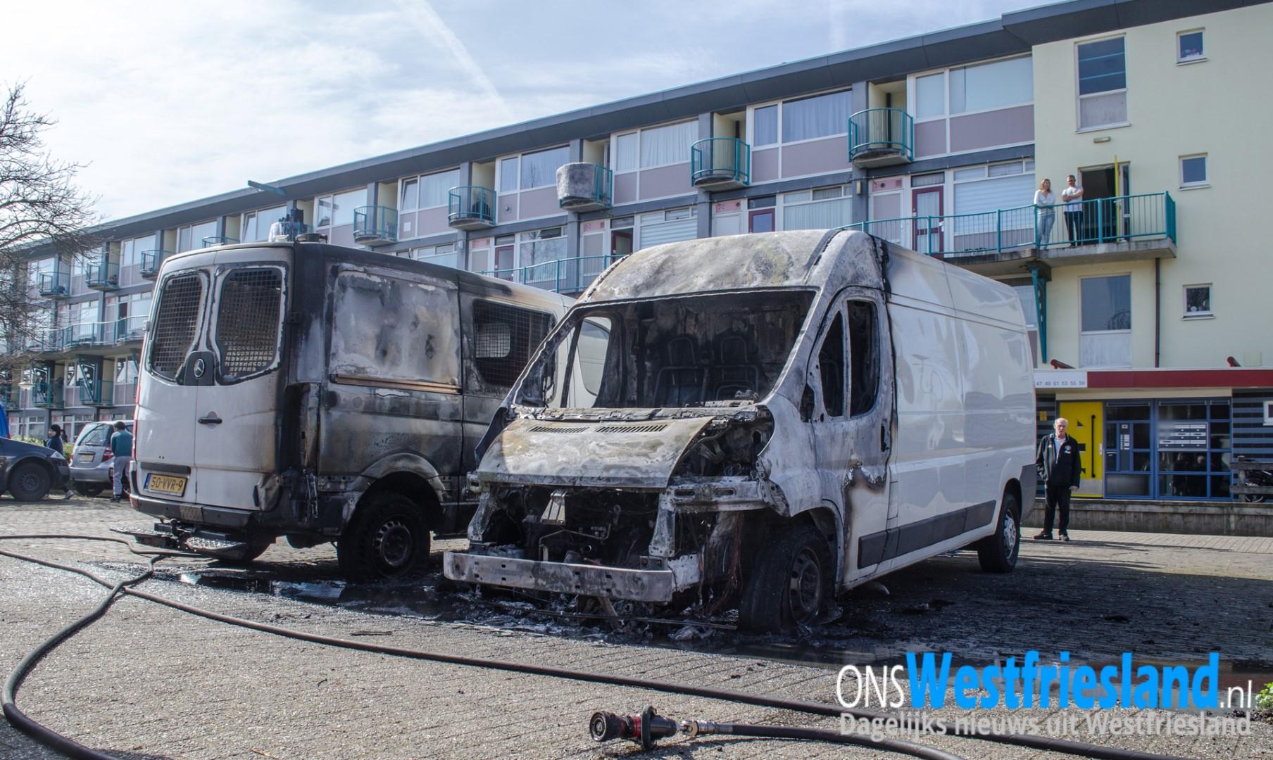 Twee bestelbusjes in Hoorn door brand verwoest