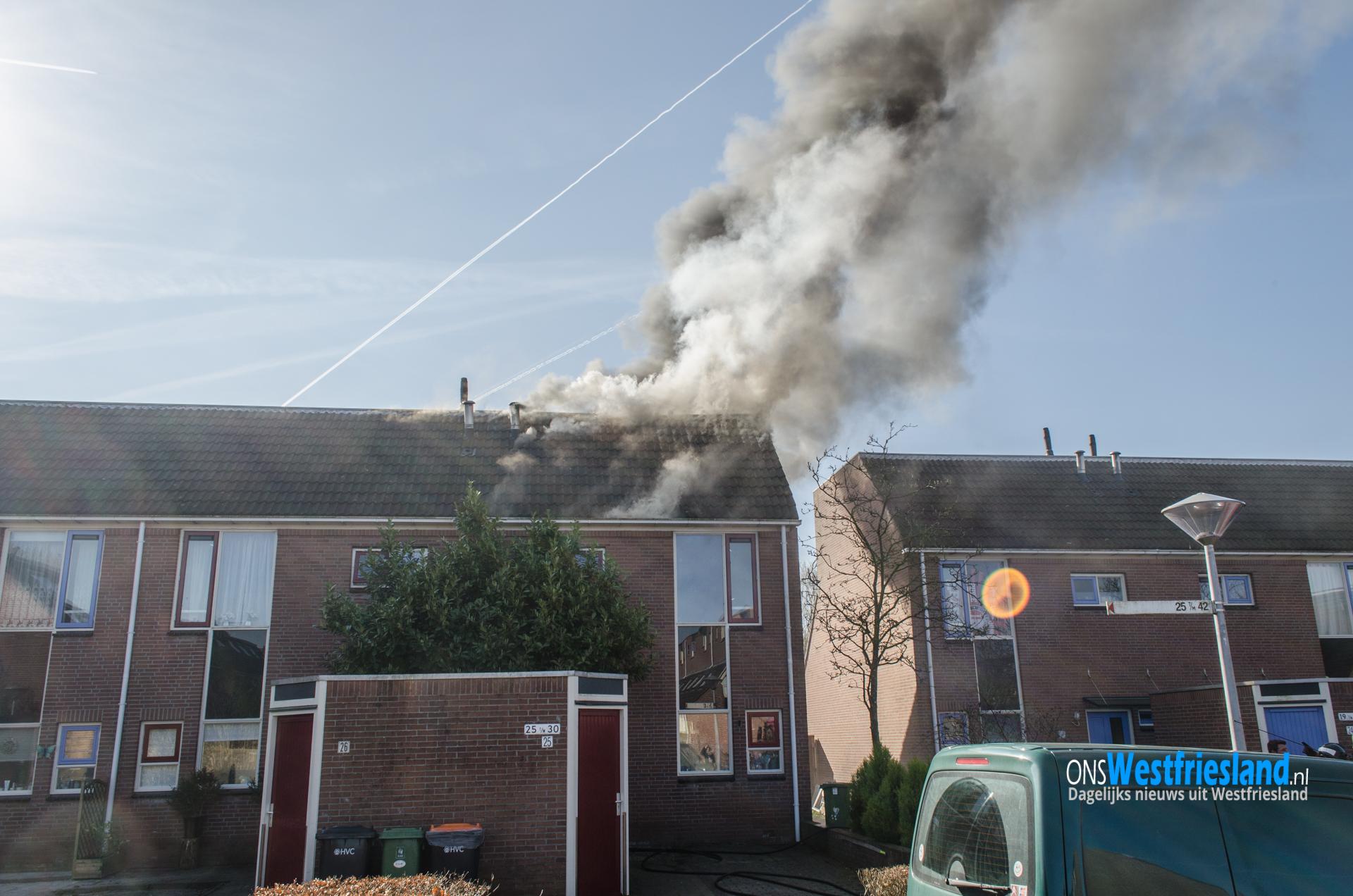 Grote woningbrand aan de Klagerstuin in Zwaag (video)