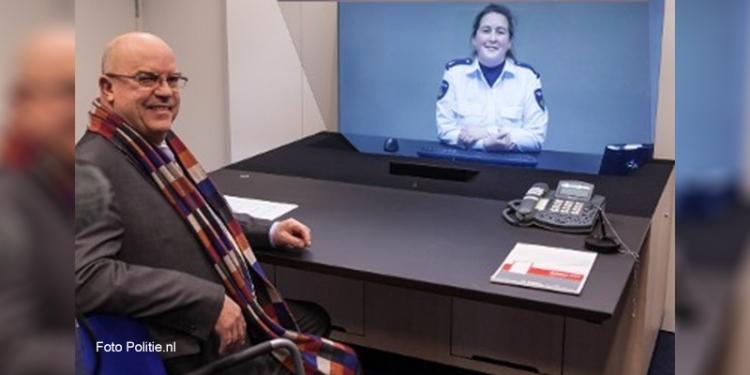 Burgemeester Van Beek opent 3D-aangifteloket