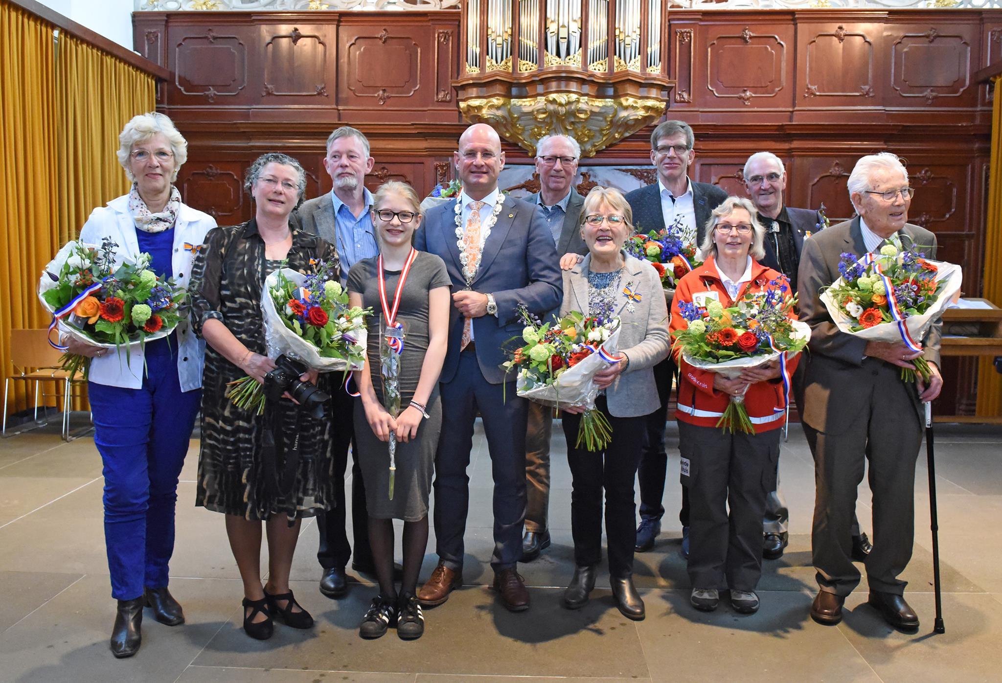 Negen Koninklijke onderscheidingen en een jeugdlintje in  Hoorn