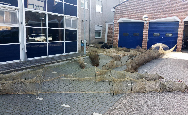 Illegale fuiken en kilo's levende paling aangetroffen in Enkhuizen