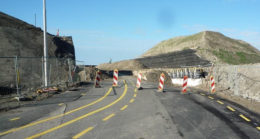 Twee meter zand op Voetakker tegen verder stijgen asfalt laag
