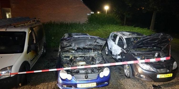 Auto's uitgebrand in Zwaag; Brandstichting vermoed