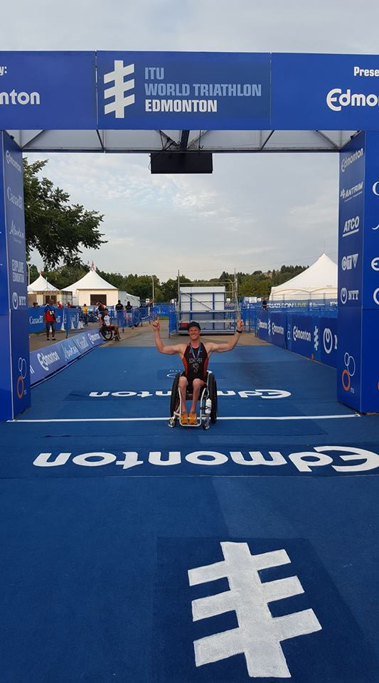 Geert Schipper pakt goud World Paratriathlon Series in Canada