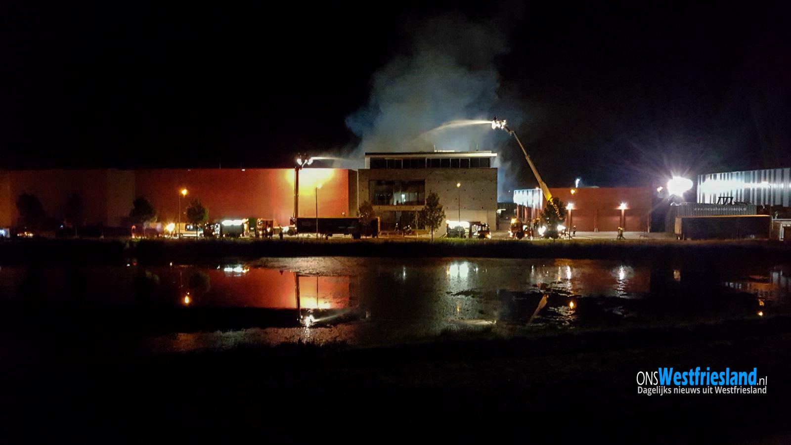 Uitslaande brand pand bedrijventerrein Hoorn 80 (video+update)