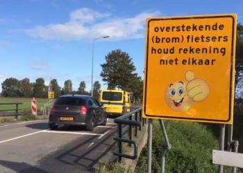 Fietsoversteek Raadhuislaan verplaatst; 'Nu veiliger' [video]