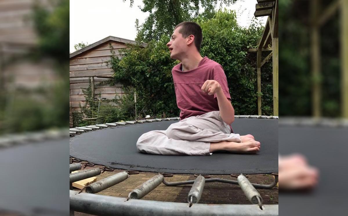 Berouw van 'kwajongens'; De trampoline van Jasper is terug!