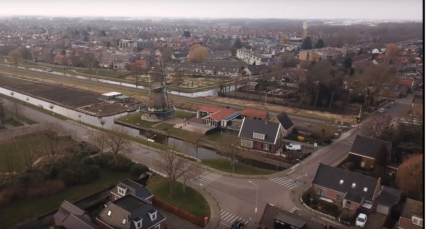 Vogelvlucht over Bovenkarspel [drone video]