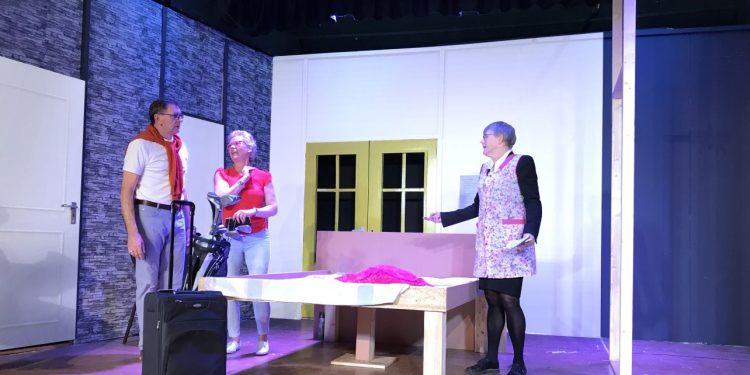 Toneelvereniging Vriendenkring Zwaag speelt de klucht/komedie 'Hotel op Stelten'