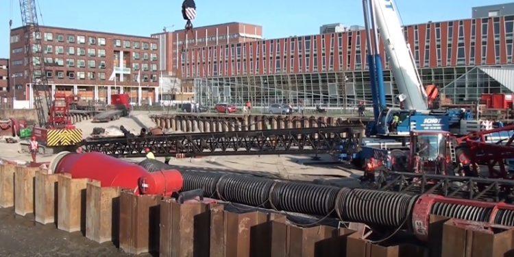 Demontage omgevallen heistelling bouwproject Toren [video]
