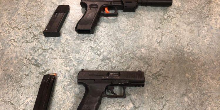 Politie met getrokken wapen bij melding vuurwapen