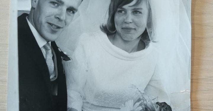 Van wie is deze trouwfoto '7749 / 74'