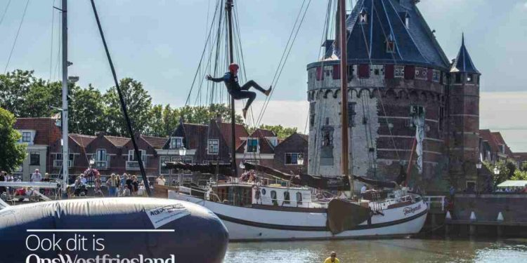 Douwe Bob vliegt door Hoornse haven (video)