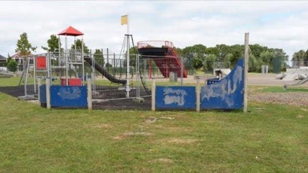 Gemeente Enkhuizen sluit speeltuin na vandalisme