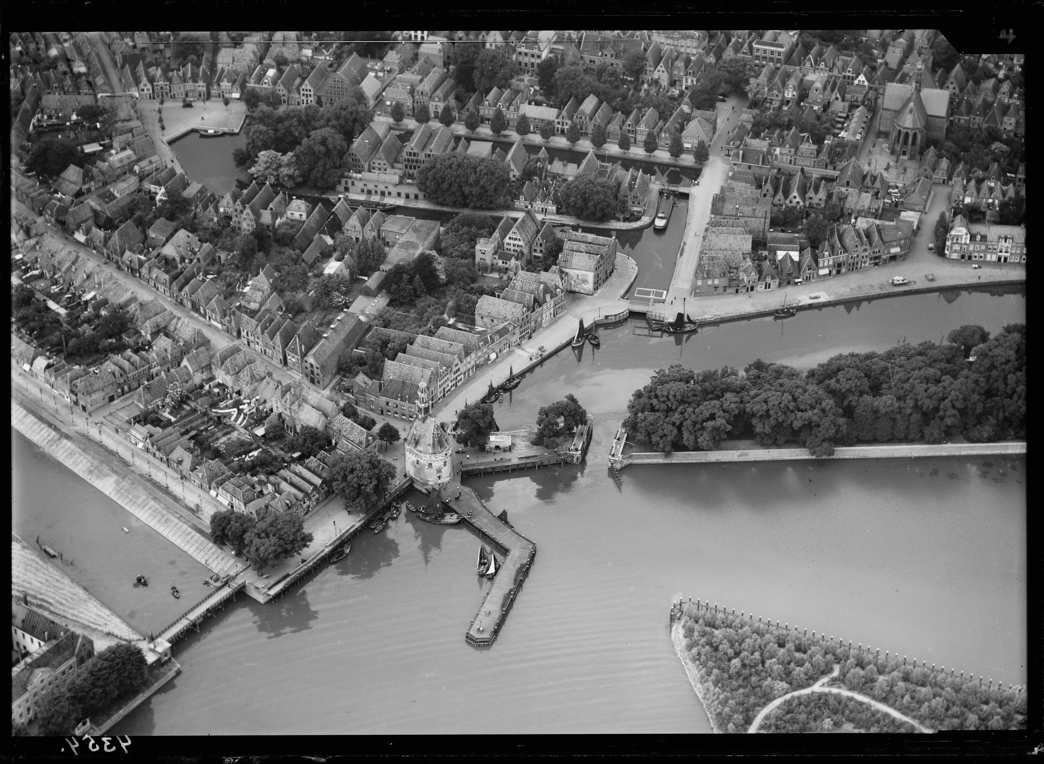 Vroeger: Serie luchtfoto's van Hoorn 1920-1940