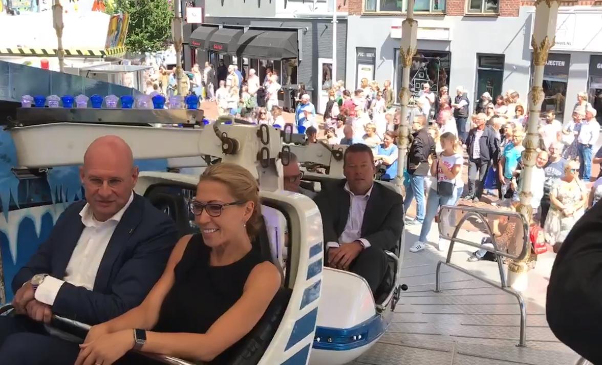B&W Hoorn opent kermis met ritje in de Snowjet [videos]