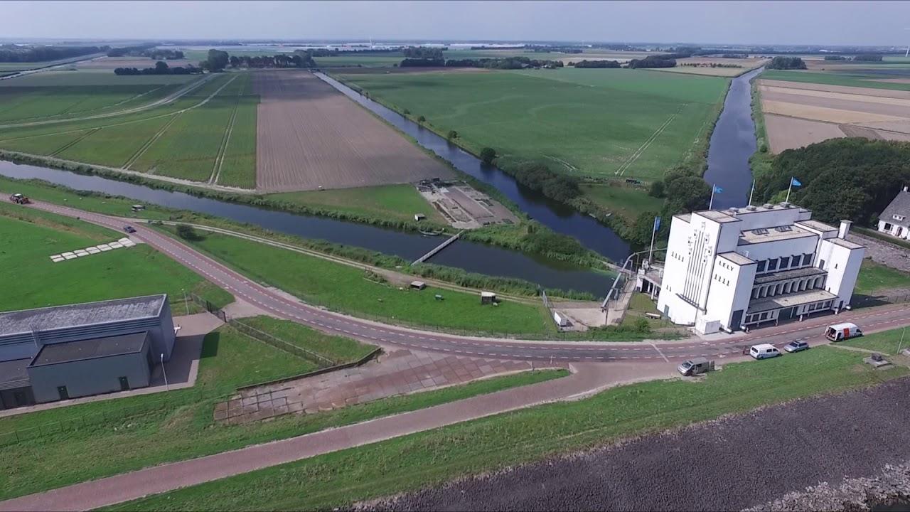 Medemblik vanuit de lucht; Drone video augustus 2018