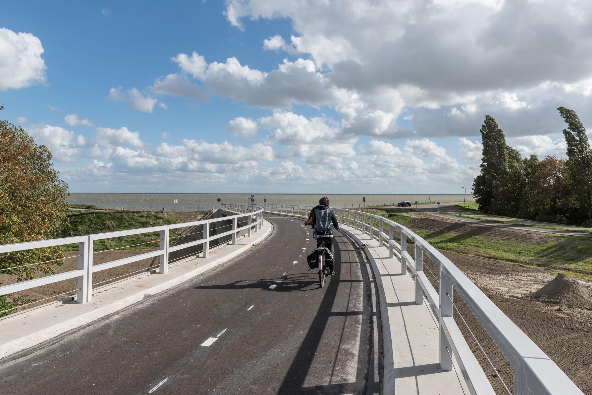 Makkelijk en veilig oversteken via fietsbrug Florasingel