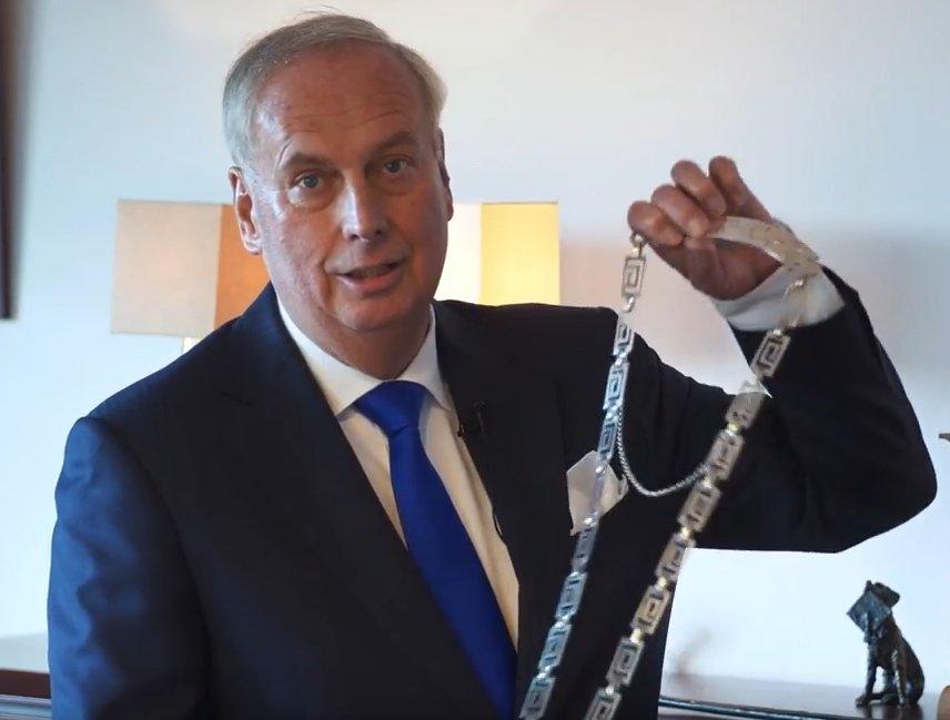 Geen grap: burgemeester Posthumus stopt op 1 april