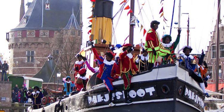 Tegendemonstratie van 'Welkomstcomité Zwarte Piet Hoorn'