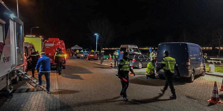 Nachtelijke politie controle op parkeerplaats naast A7