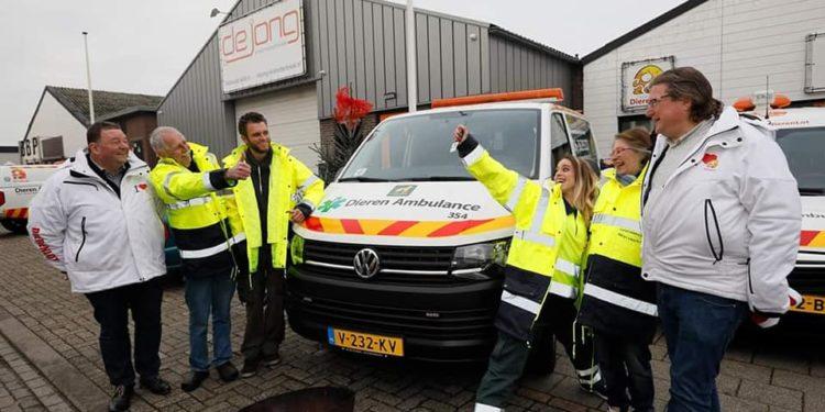 Nieuwe dierenambulance voor St. Dierenambulance West-Friesland