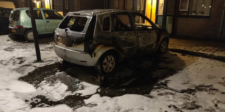 Autobrand bij De Huesmolen; Brandstichting niet uitgesloten