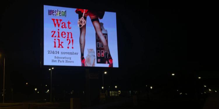 Exploitant moet bewegende LED wegreclame stoppen van Hoorn