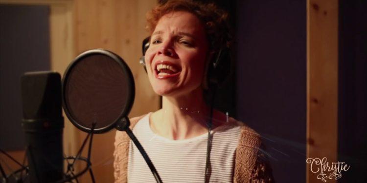 Christie maakt emoties los met debuutsingle 'Storm'