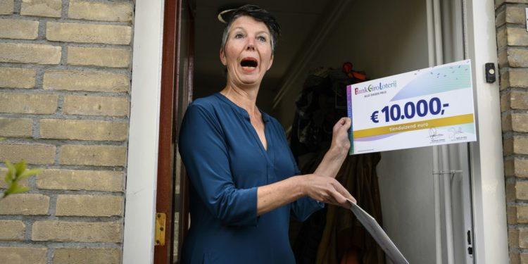 Inwoners uit Zwaag winnen elk 10.000 euro in Loterij