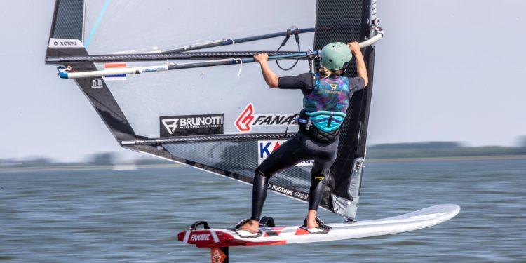 Toekomstige Olympische windfoil klasse op de Medemblik Regatta