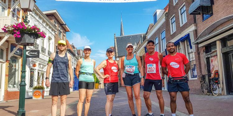 Enkele lopers lopen alsnog de 10km van Marathon Hoorn