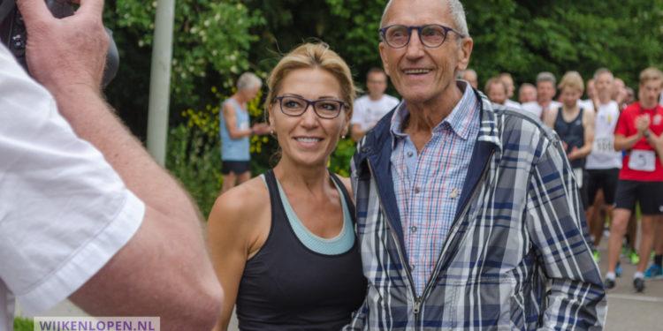 Bouke Pitstra in het zonnetje gezet voor 29 jaar Wijkenlopen [video]