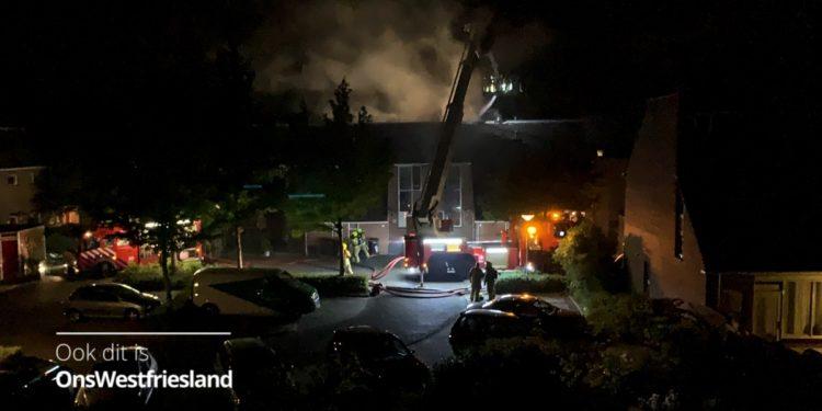 Persoon overleden bij brand in woning Klagerstuin Zwaag