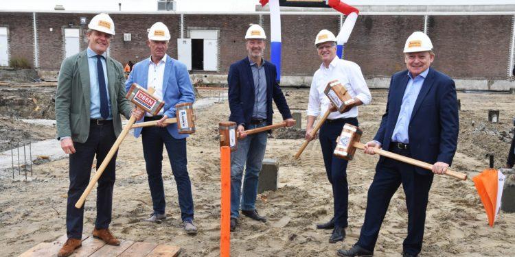 Partners Centrumplan vieren start bouw van uitbreiding Streekhof