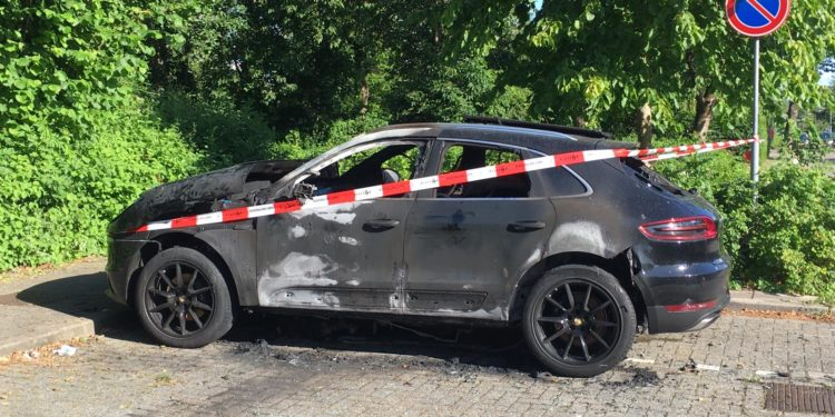 Autobrand 1: Politie doet onderzoek naar autobrand in Zwaag