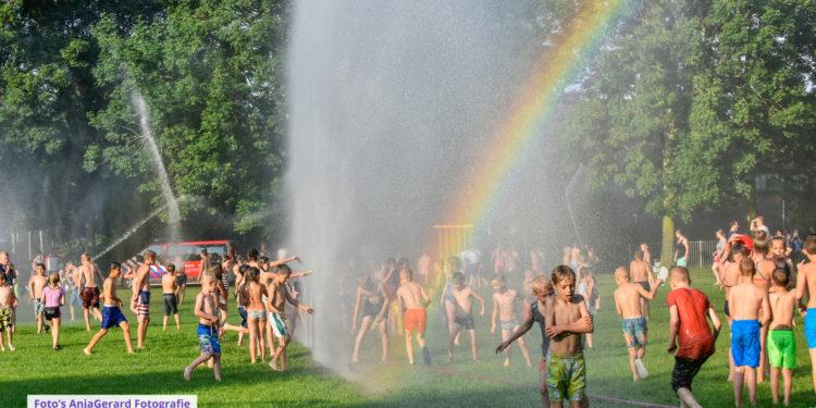 Brandweer regio zorgt voor verkoeling met waterfestijn [update-overzicht]
