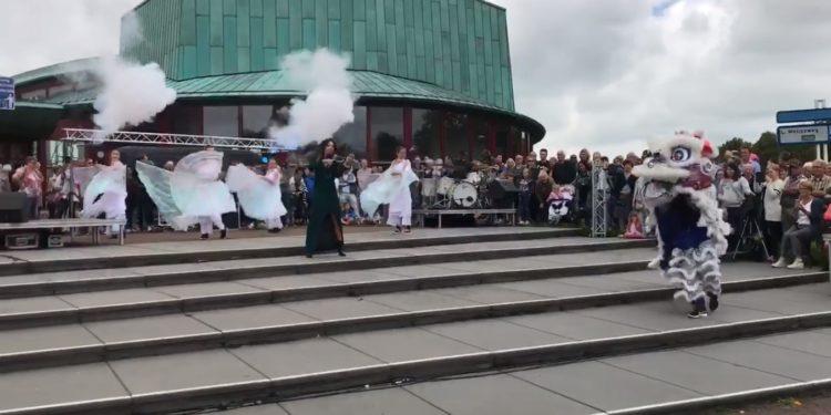 Optredens met 'vergulden vonken' bij opening Kermis Hoorn