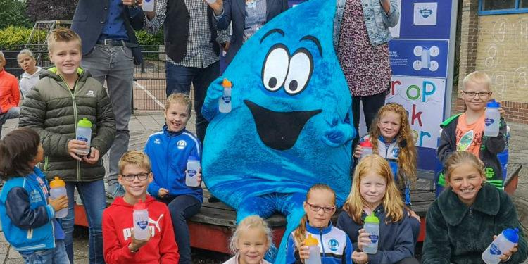 Basisschool in Nibbixwoud drinkt voortaan een dag per week alleen water
