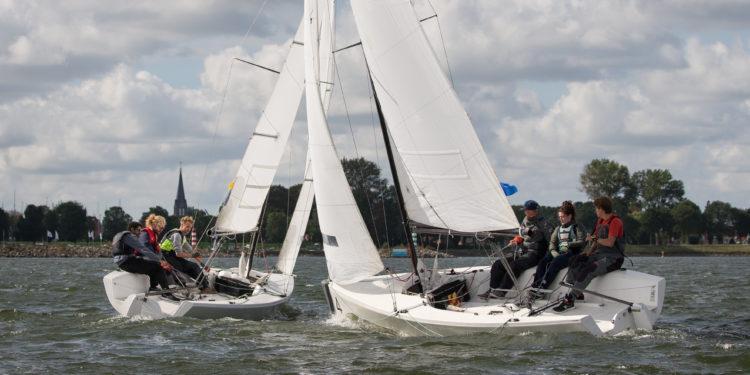 Ruim 300 teams aan de start van het Nederlands Kampioenschap zeilen in Medemblik