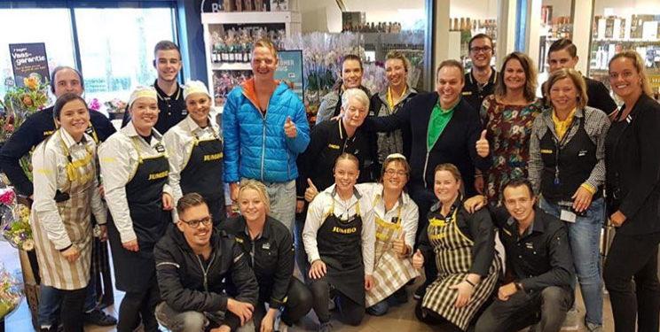 Frans Bauer met camerateam bij Jumbo in Zwaagdijk-Oost