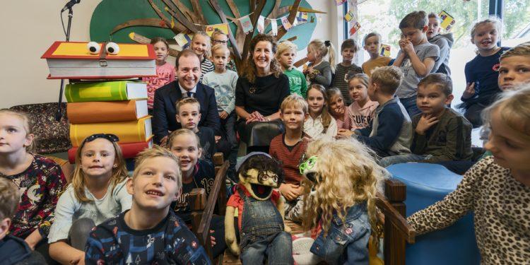 Minister opent nieuwe bibliotheek in Wognum